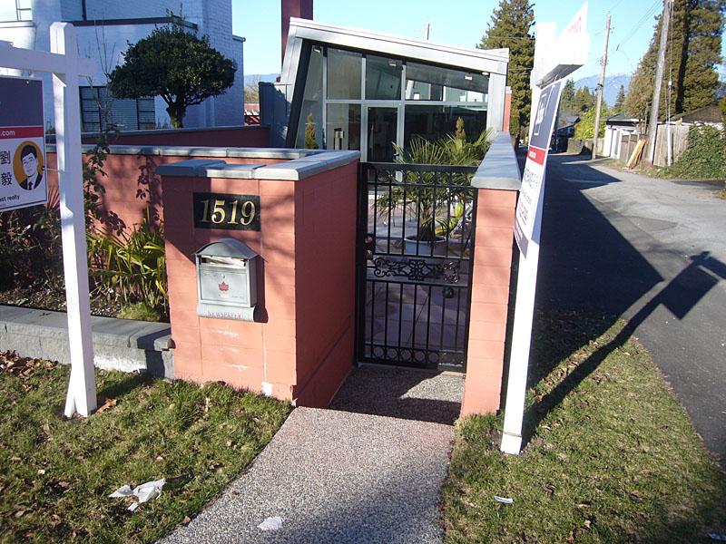 1519 west 33rd - gate