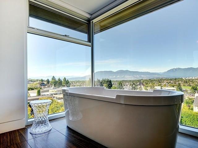 2705 west 30th - bathtub