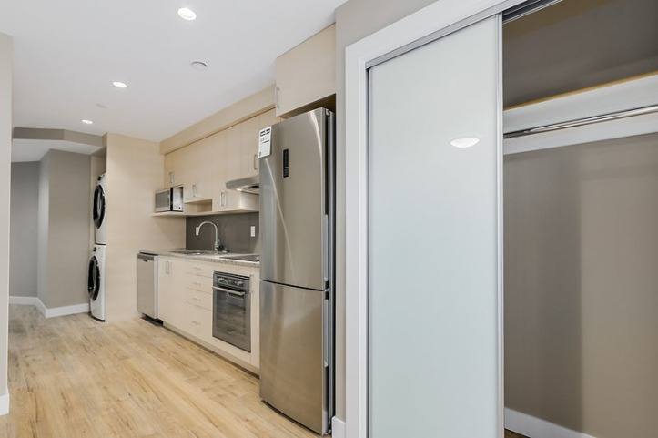 959 west 18th avenue - suite kitchen