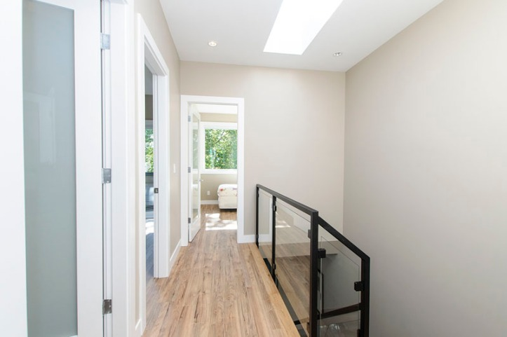 969 west 18th - upper landing